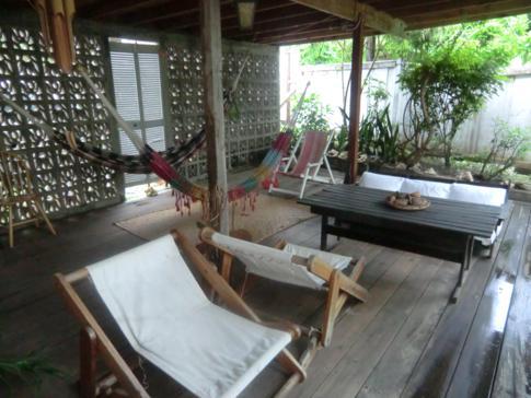 Lounge und Entspannungsecke im Green Roof Inn auf Carriacou