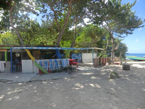 Die Off the hook Bar am Paradise Beach auf Carriacou