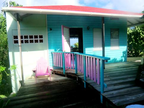 Das grüne Cottages der Bayaleau Point Cottages in Carriacou