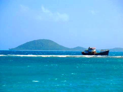 Die wunderschöne Petit Careenage Bay auf Carriacou mit Blick auf Union Island