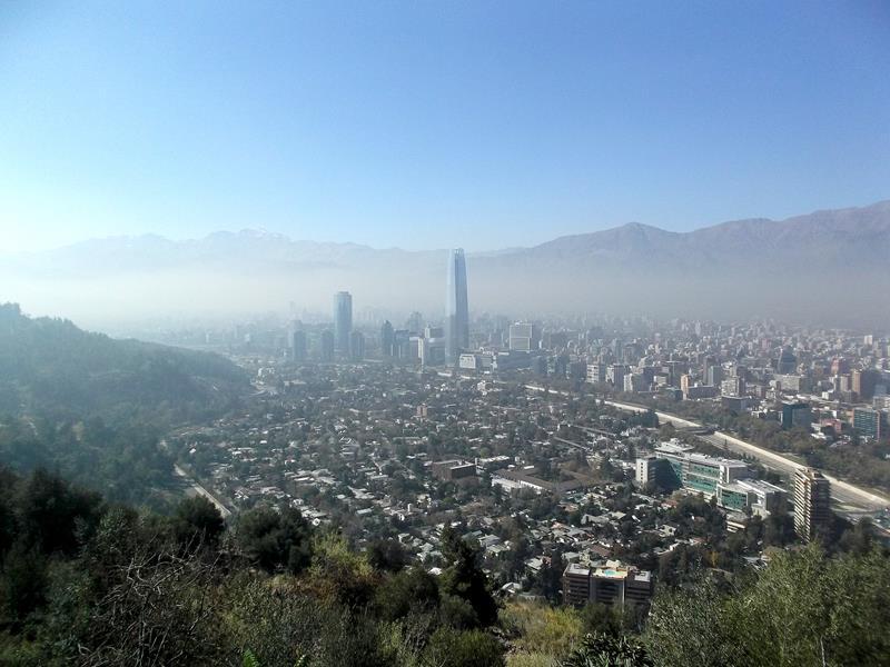 Blick auf das luftverschmutzte Santiago de Chile