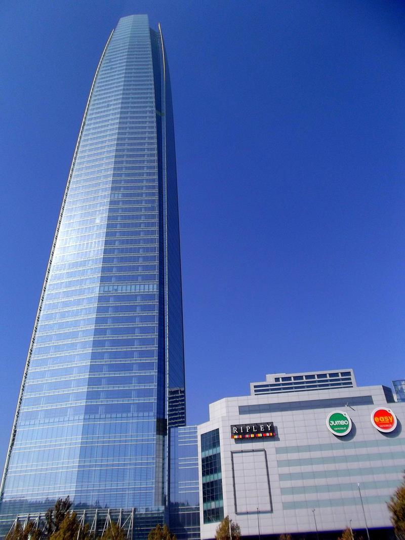 Das höchste Gebäude von Südamerika, der Gran Torre in Santiago de Chile
