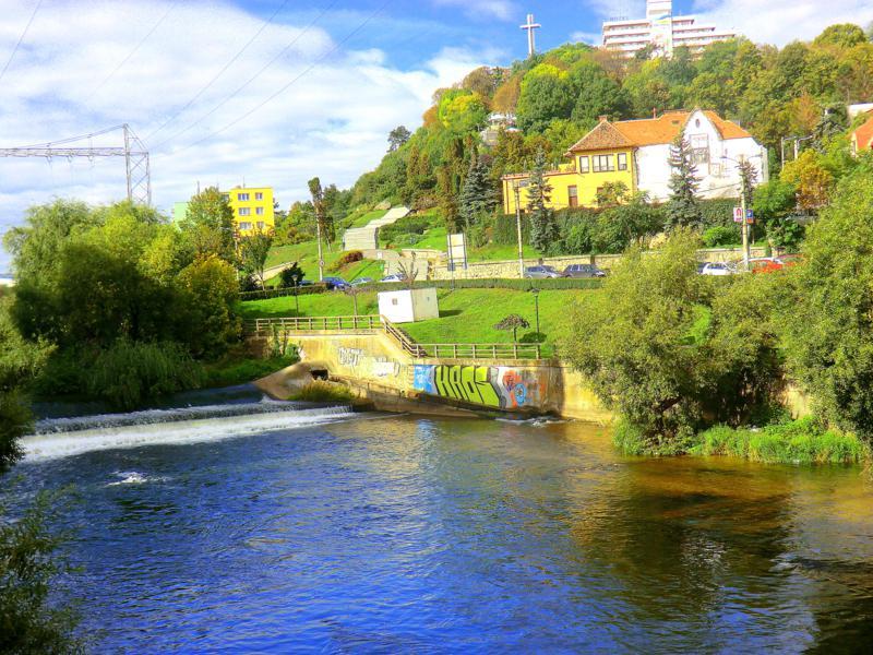 Der Fluss Somesul durchquert die Altstadt von Cluj-Napoca