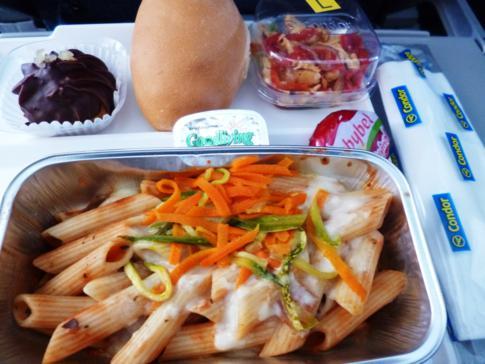 Mittagsgericht bei Condor von Santo Domingo nach Frankfurt - Pasta oder Pasta?