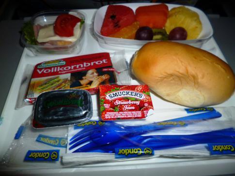 Durchaus annehmbares Frühstück bei Condor in der Economy Class