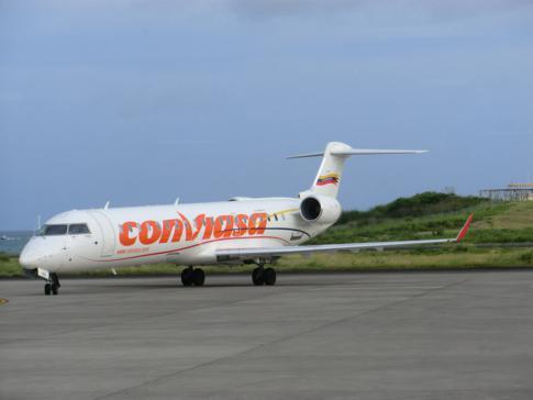 Der neue Jet von Conviasa auf dem Rollfeld des Maurice Bishop International Airport in Grenada