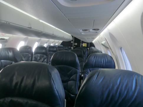 Blick in die Kabine des modernen Jets von Conviasa