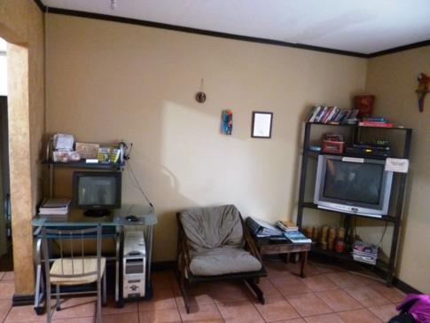 Gemeinschaftsräume im Maleku Hostel, 2 Kilometer vom internationalen Flughafen San Jose entfernt