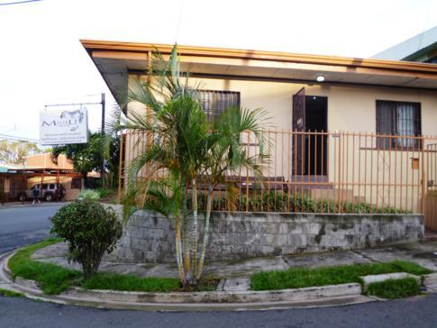 Außenansicht des Maleku Hostel in Alajuela in Costa Rica