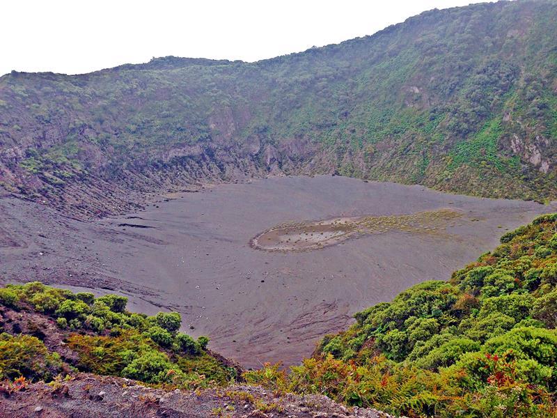 Einer der Krater im Nationalpark Irazu in Costa Rica