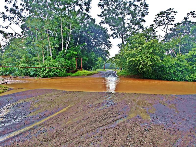 Der angeschwollene Rio Buena Vista in der Nähe von Samara