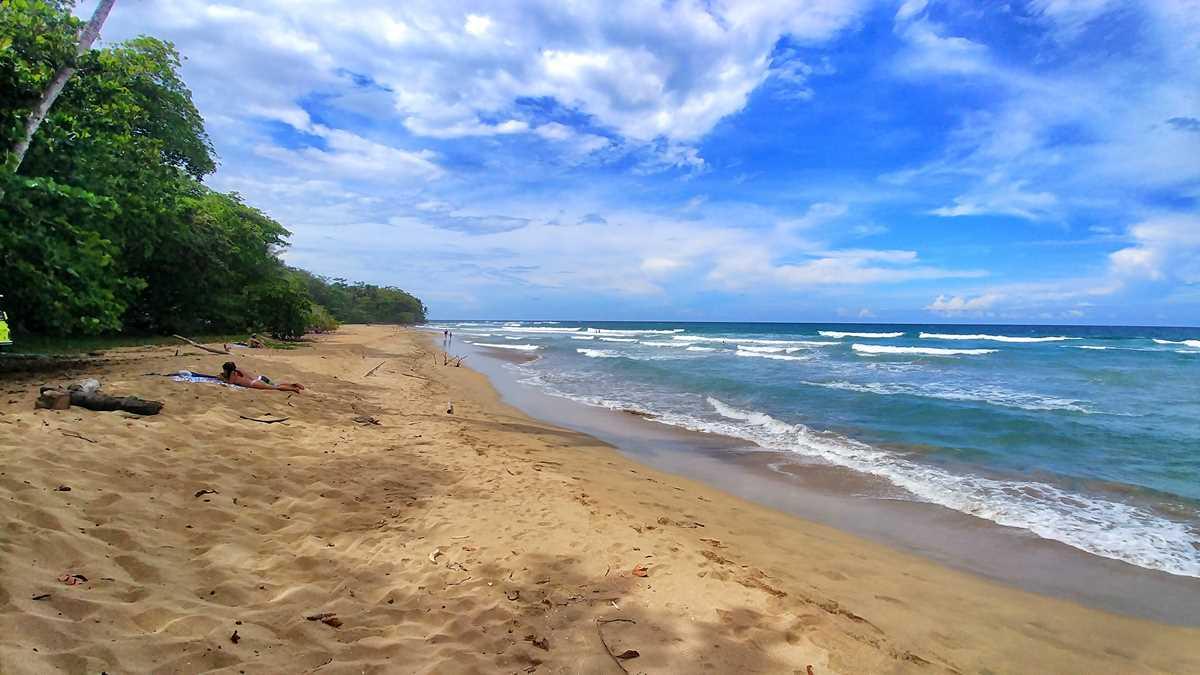 Der Playa Grande von Uva an der Karibik-Küste von Costa Rica