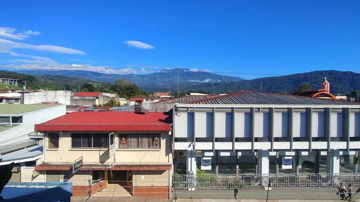Blick auf den Vulkan Turrialba von der gleichnamigen Stadt