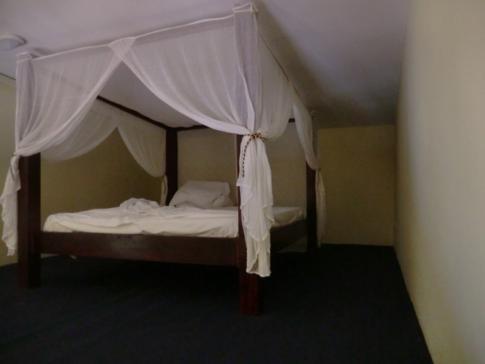 Das Himmelbett im Ritz Studio während meiner Nacht in Willemstad, Curacao