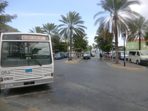 Der Busbahnhof in Otrobanda