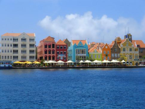 Die Handelskade, eine der schönsten Ansichten in Willemstad und Curacao