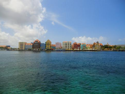 Die Handelskade, das Top-Motiv von Curacao, vom Brionplein aus gesehen