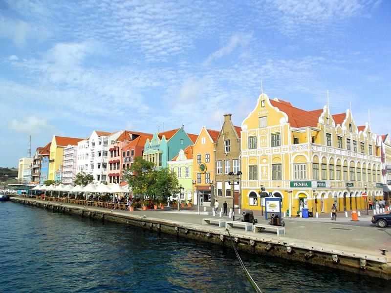 Die Handelskade, Haupt-Sehenswürdigkeit von Willemstadt auf Curacao