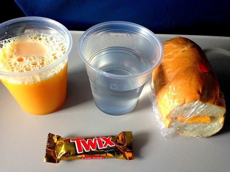 Fades Frühstück auf dem Flug mit Delta Airlines von Santo Domingo nach New York