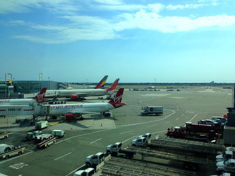 Umsteigen mit Delta Airlines auf dem New Yorker JFK Flughafen
