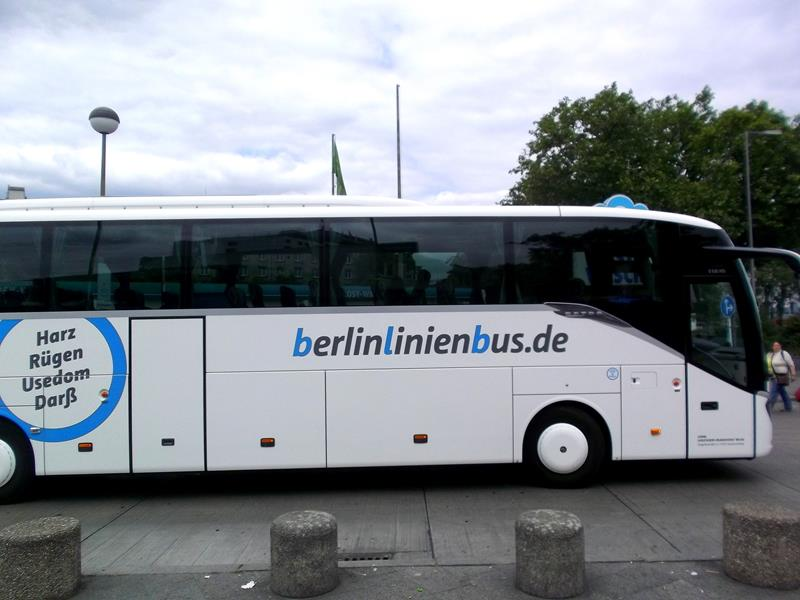 Ein BerlinLinienBus am ZOB in Berlin-Tegel