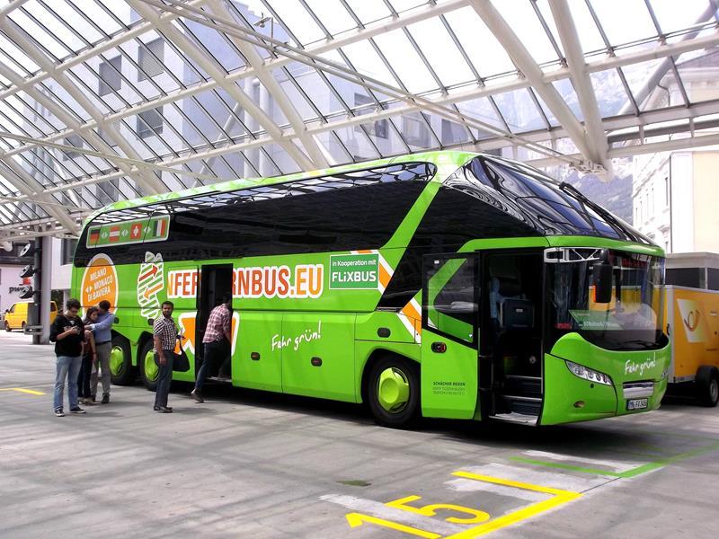 Ein MeinFernbus am Busbahnhof von Chur