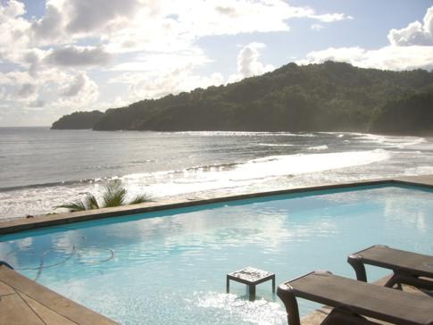 Der Fast-Infinity-Pool im Pagua Bay House in Marigot, Dominica