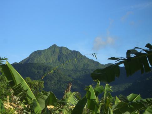Blick auf einen der dominierenden Berge im Morne Trois Pitons Nationalpark