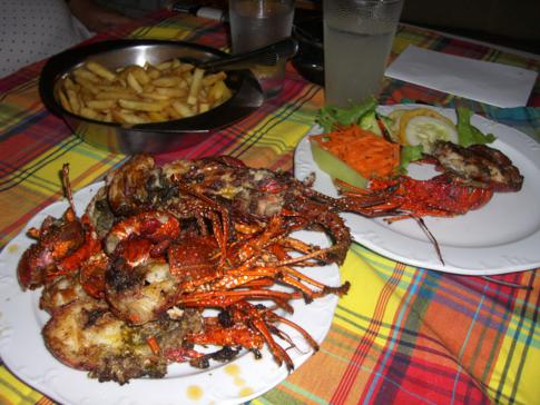 Abendessen im Lobster-Tempel 4 Seasons Restaurant in Dominica