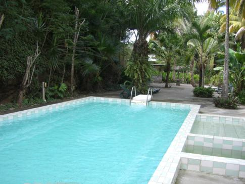 Der Pool des Sunset Bay Clubs in Dominica