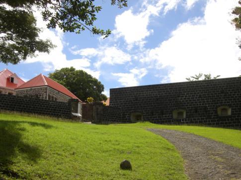 Blick auf das Fort Shirley im Cabrits National Park