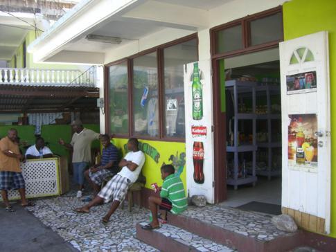 Mittagessen in der ehemaligen Hauptstadt von Dominica, Portsmouth