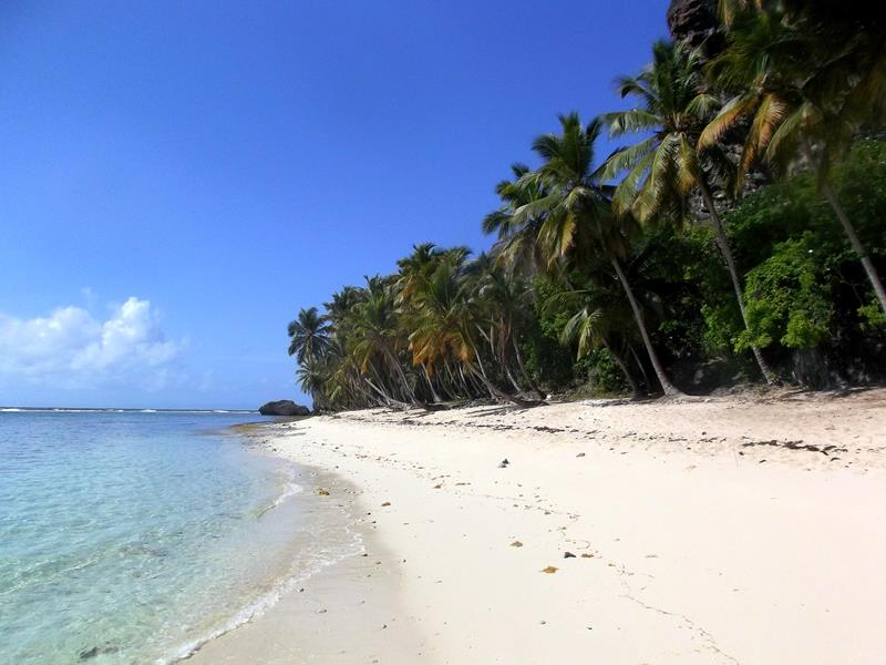 Der wunderschöne Strand Playa Fronton im Nordosten der Dominikanischen Republik auf der Samana-Halbinsel
