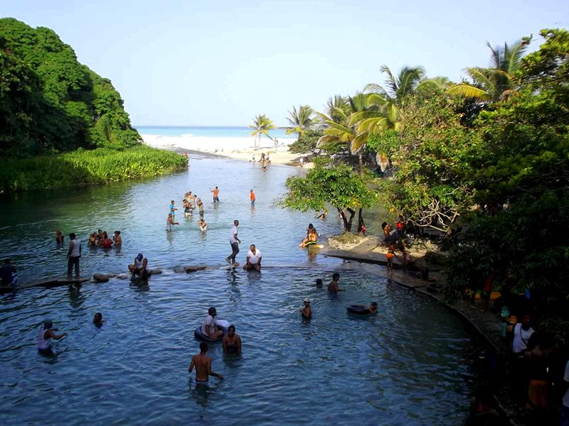Der kleine Badeort Los Patos südlich von Barahona