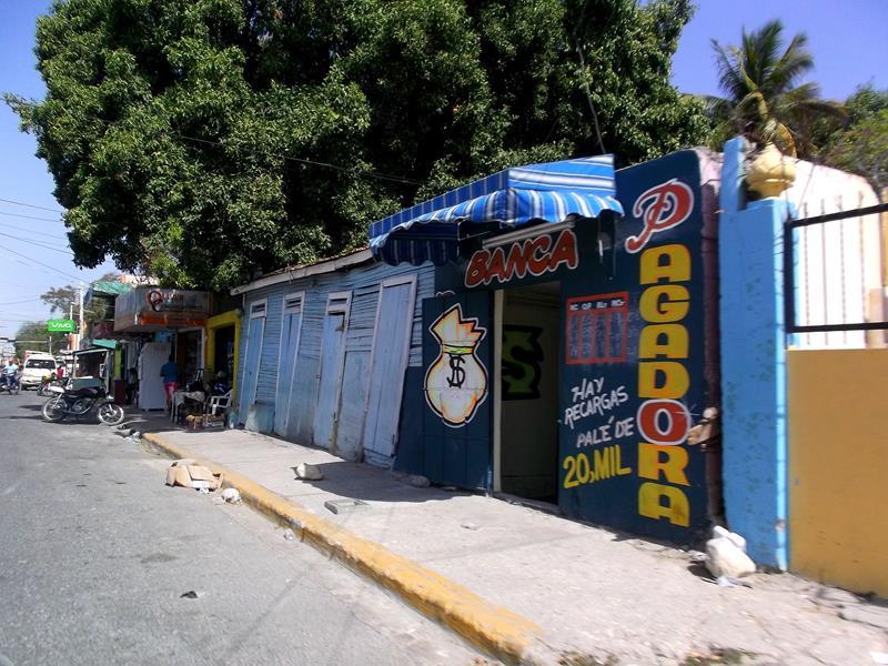 Dominikanisches Dorf zwischen Barahona und Lago Enriquillo