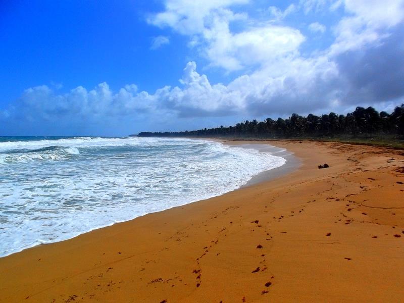 Der Strand von Lavacama nahe Las Lagunas de Nisibon