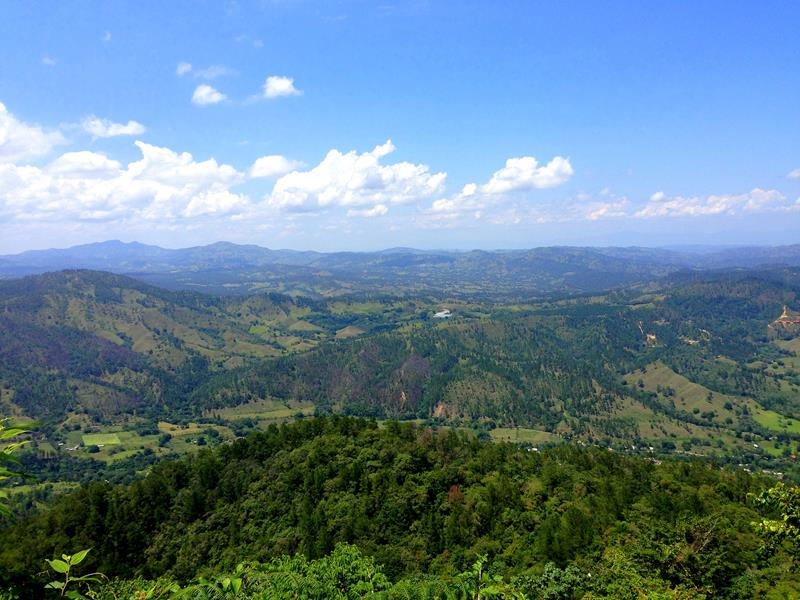 Tolle Ausblick auf Jarabacoa und Umland während der Wanderung auf den Mogote