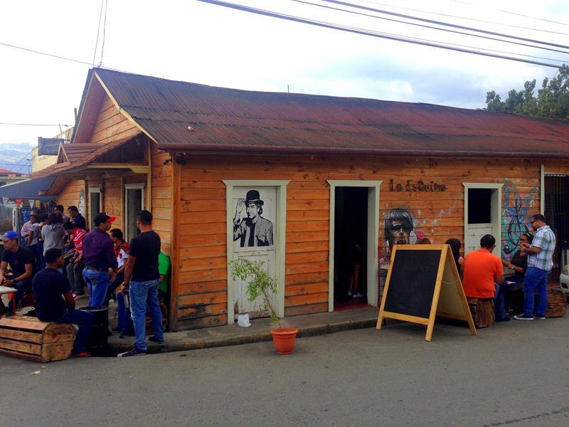 Eine meiner Lieblings-Bars in der Dominikanischen Republik: La Esquina