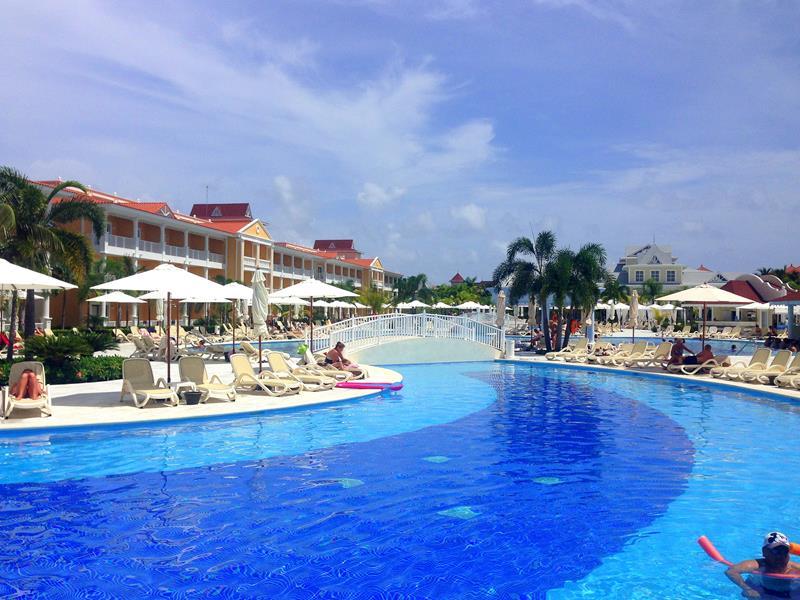 Poolanlage im Luxury Bahia Principe Ambar in Punta Cana