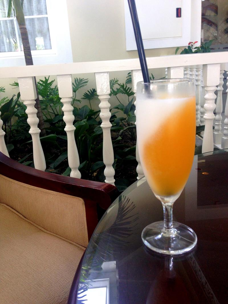Welcome-Cocktail im Luxury Bahia Principe Ambar in Punta Cana