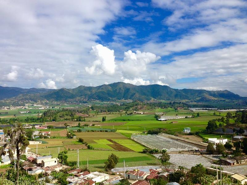 Blick über das Hochplateau von Constanza im Gebirge der Dominikanischen Republik