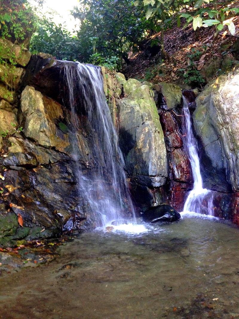 Kleiner Wasserfall in der Nähe der Rancho Don Lulu
