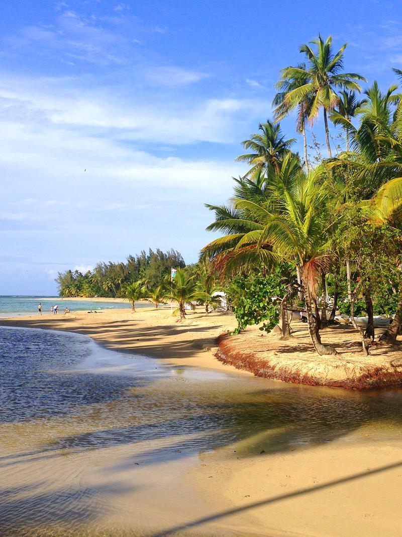 Der Playa Las Ballenas im Zentrum von Las Terrenas, einem beliebten Ort in der Dominikanischen Republik