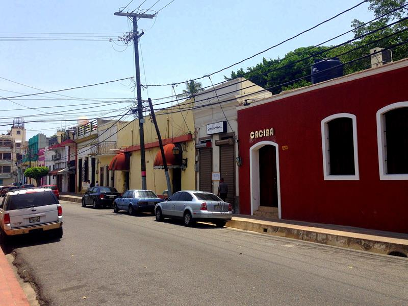 Eine der vielen bunten Straßenzüge in der Zona Colonial in Santo Domingo