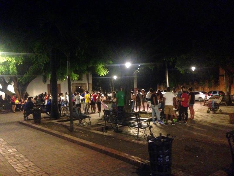 Der Parque Duarte in der Zona Colonial, der wochtigste Treffpunkt der Einheimischen - vor allem bei Nacht