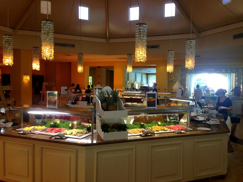 Das Buffet-Restaurant im Now Larimar All-Inclusive-Resort in Punta Cana