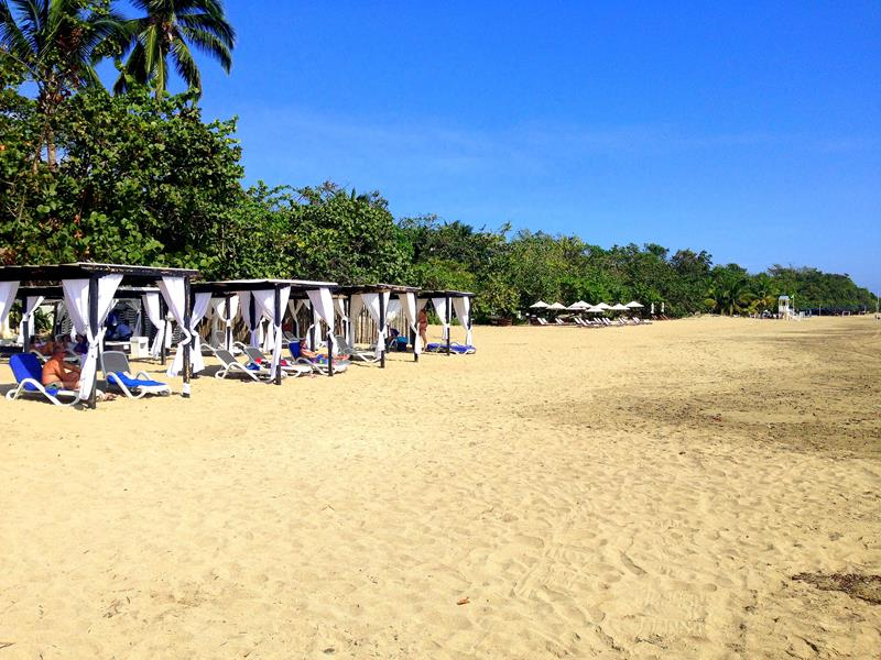 Der Strand Playa Dorada am BlueBay Villas Doradas in Puerto Plata