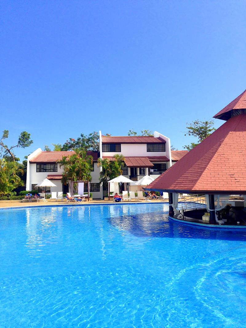 Der Pool im All-Inclusive-Resort BlueBay Villas Doradas
