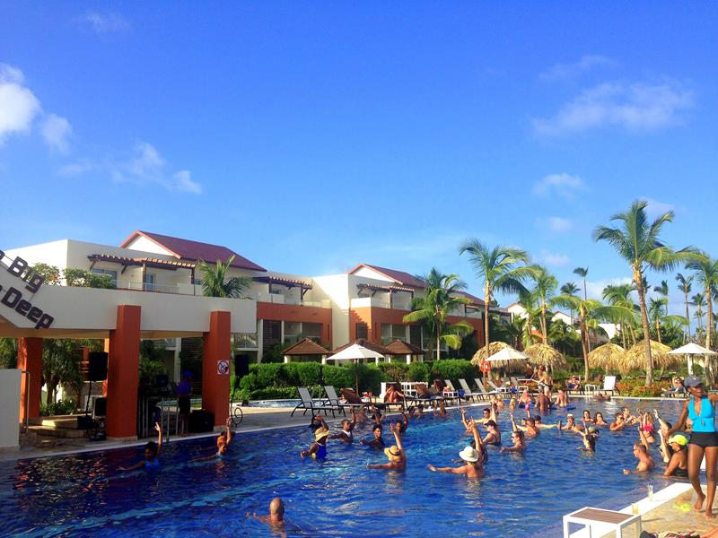 Der Pool Das Restaurante Spumante im breathless All-Inclusive Resort in Punta Cana