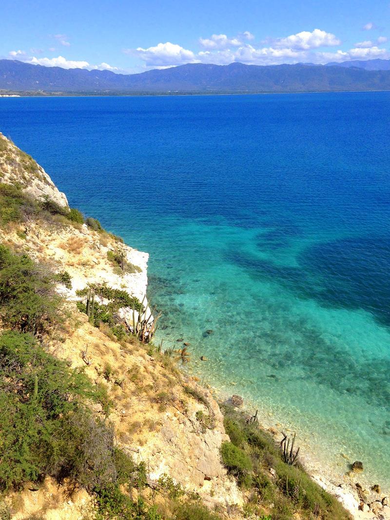Die kurze Wanderung zum traumhaften Playa Blanca bei Azua